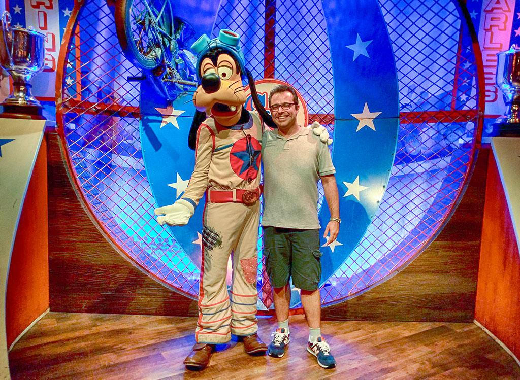 Meet & Greet com o Pateta na versão The Great Goofini no Storybook Circus