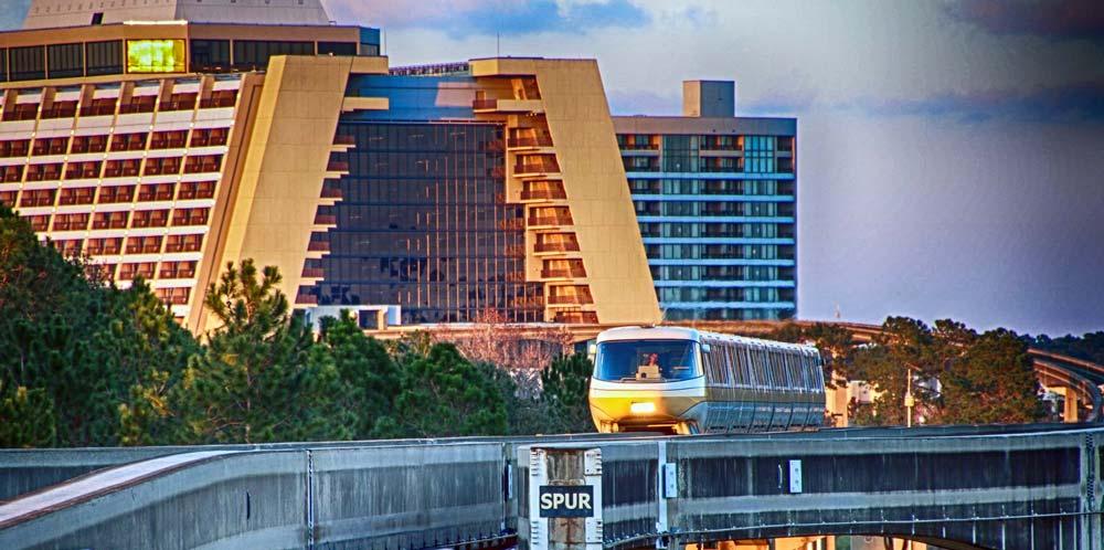 Monorail com o Contemporary Resort ao fundo