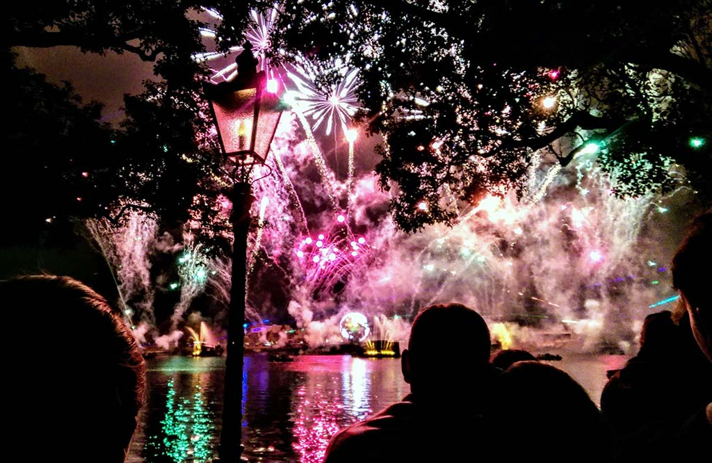 IllumiNations: Reflections of Earth, no parque Epcot. Fotografado em Janeiro de 2015.