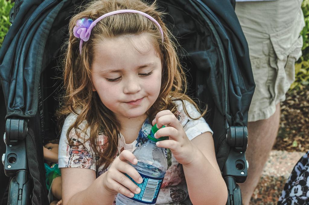 Beber bastante água é muito importante, mesmo no inverno, para evitar desidratação