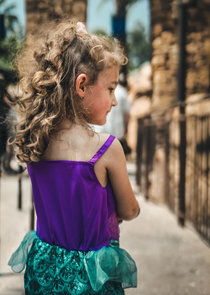 Martina Pequena Sereia entrando no Castelo do Príncipe Eric